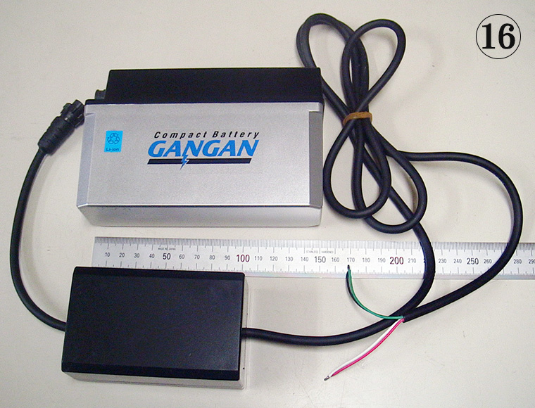 BSタイプに弊社特製の12V安定器を接続(出力線は切りっぱなし)
